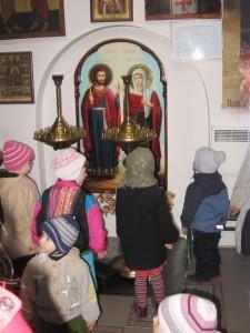 Діти знайомляться з Іконою св. мчч. Андріана і Наталії